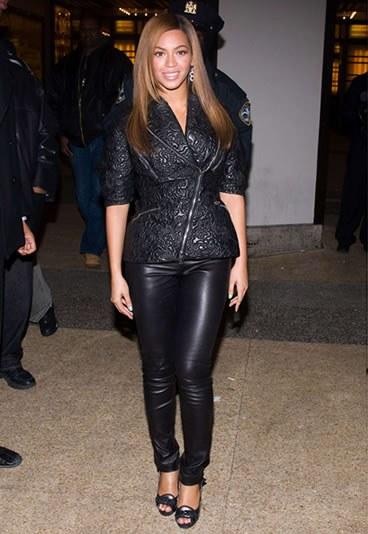 Beyonce en cuir noir
