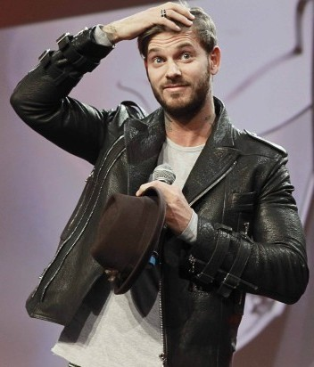 M.-Pokora-lors-de-la-soiree-des-Schwarzkopf-Hairdessing-Awards-2013-a-Paris-le-24-mars-2013._portrait_w674