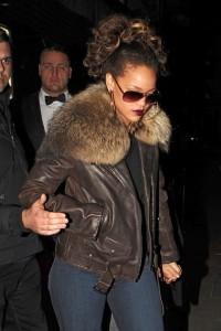 Rihanna-balmain-fur-jacket7