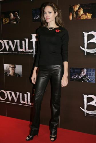 Angelina Jolie en pantalon cuir femme noir