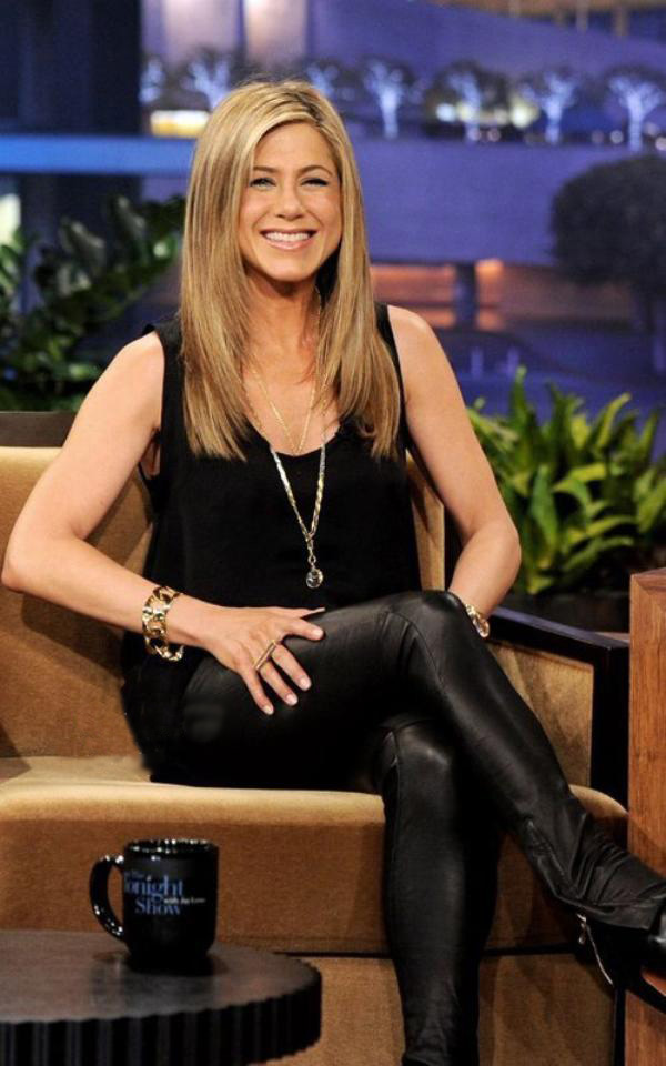 Jennifer Anniston en cuir sexy
