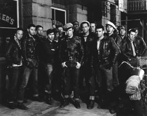 Equipe de bikers en perfecto