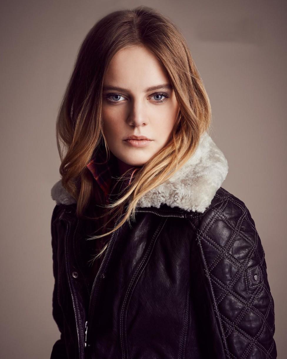 tendance hiver 2014 le manteau avec fourrure et le. Black Bedroom Furniture Sets. Home Design Ideas
